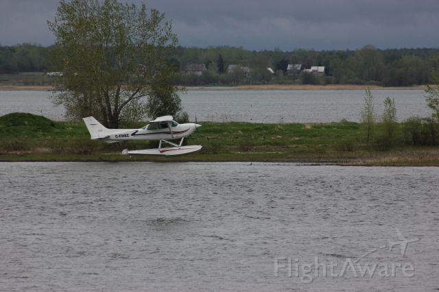 Cessna Skyhawk (C-FHSZ) - Cessna R-172-Skyhawk XP-2012-05-15 Décollage du fleuve St-Laurent en face de Lavaltrie QC.