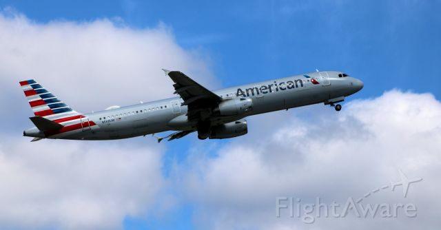 Airbus A321 (N568UW) - Shortly after departure is this 2013 American Airlines Airbus A321-231 from the Summer of 2020.
