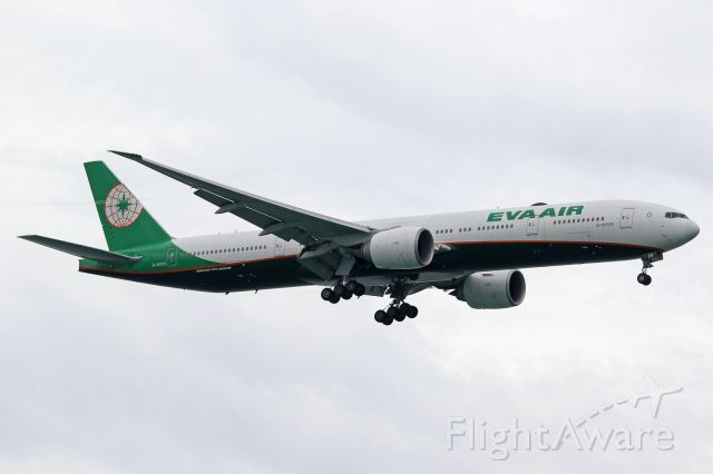 Boeing 777-200 (B-16725)