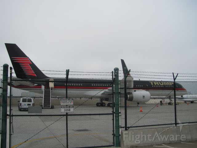 Boeing 757-200 (N757AF) - Trump