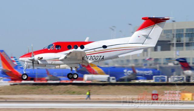 Beechcraft King Air F90 (N300TA)