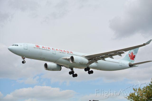 Airbus A330-300 (C-GFUR)