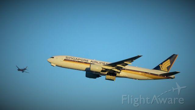 Boeing 777-200 (9V-SVG) - Evening departure from Sydney