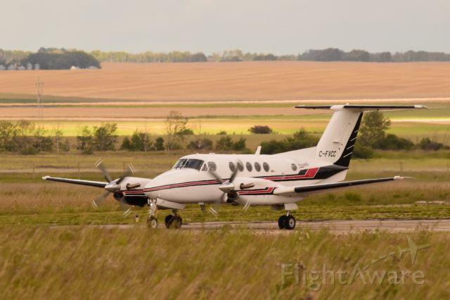 Beechcraft Super King Air 200 (C-FVCC) - Beech B200 taxiing to runway 3