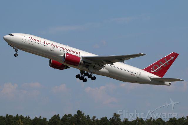 Boeing 777-200 (N819AX)