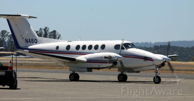 Beechcraft Super King Air 200 (N48Q) - Taxiing, Parking    06-22-2015