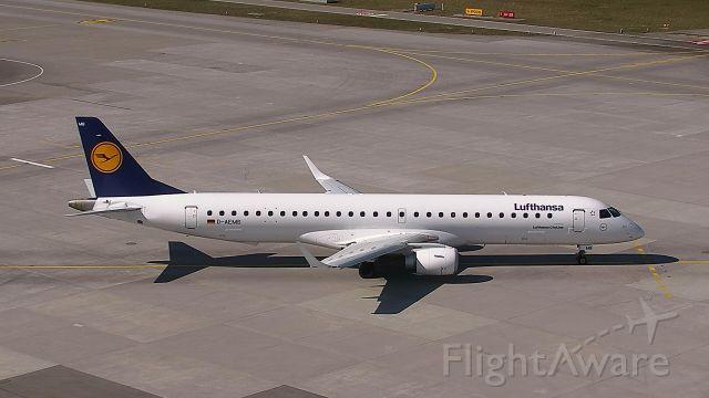 Embraer ERJ-190 (D-AEMB)
