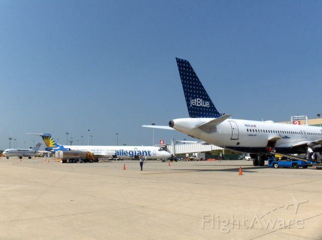 Airbus A320 (N505JB) - Jet Blue, Allegiant and Kalitta at RFD Terminal ramp