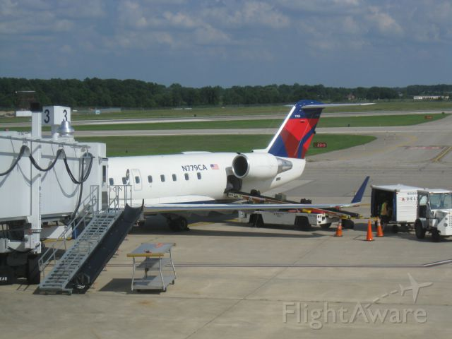 Canadair Regional Jet CRJ-200 (N779CA)