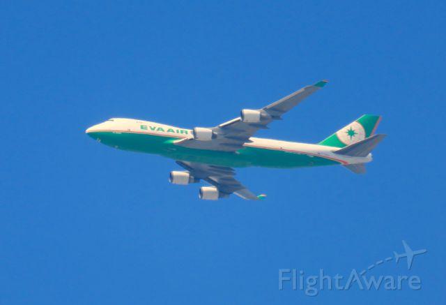 Boeing 747-200 — - Sobre Downey, en aproximación a KLAX.