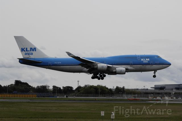 Boeing 747-400 (PH-BFM) - Final Approach to NRT Airport R/W16R on 2012/04/30 KLM Asia