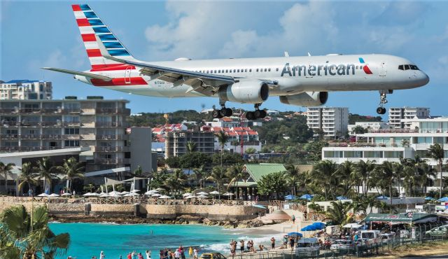 Boeing 757-200 (N176AA) - American Airlines Boeing 757-200 N176AAover the beach for landing. this aircraft has been stored since April 2020.br /Serial number: 32395 LN:994br /Type: 757-223br /First flight date: 09/12/2001br /Engines: 2 x RR RB211-535E4B