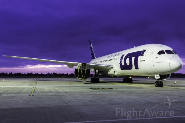Boeing 787-8 (SP-LRD)