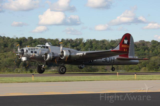 Boeing B-17 Flying Fortress (N5017N) - EAA