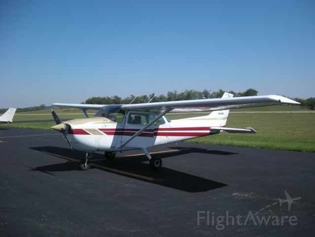 Cessna Skyhawk (N9348E) - There is a nice restaurant in this little airfield!