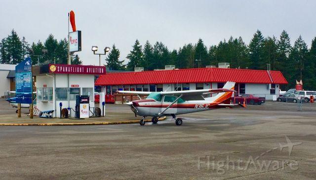 Cessna Skyhawk (N36JC) - Having just fueled up, the pilot boards Skyhawk Juliette-Charlie for departure.