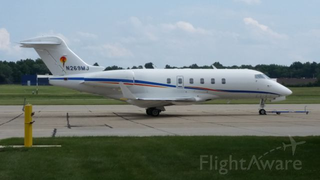 Bombardier Challenger 300 (N269MJ) - more photo at OPShots.net