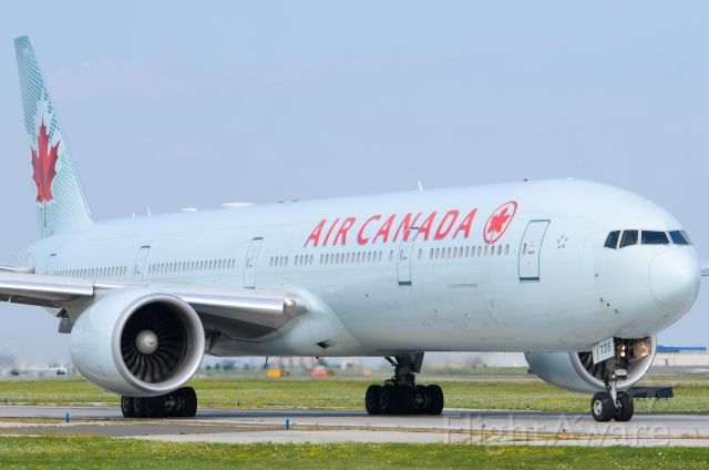 Boeing 777 (C-FIVM)