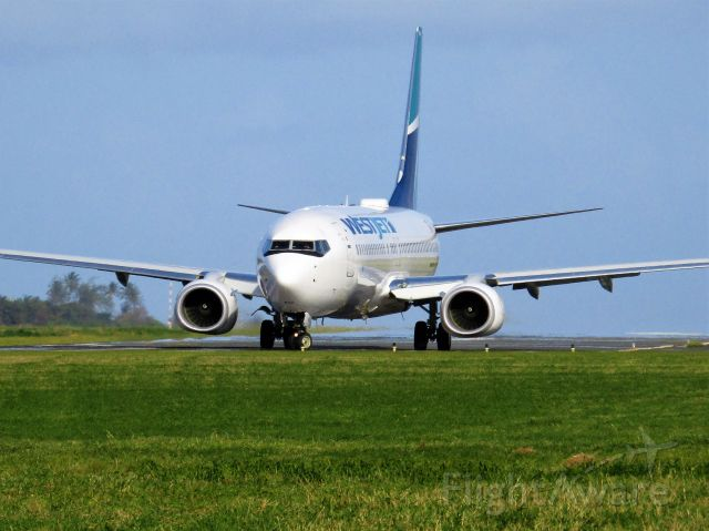 Boeing 737-800 (C-FUMF)