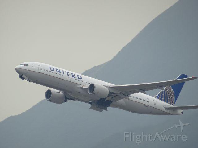 BOEING 777-200LR (N798UA)