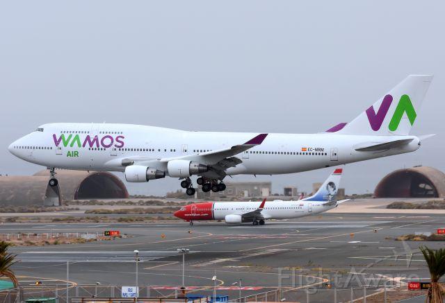 Boeing 747-400 (EC-MRM)