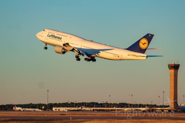 Boeing 747-200 (D-ABYL) - Lighting was perfect.