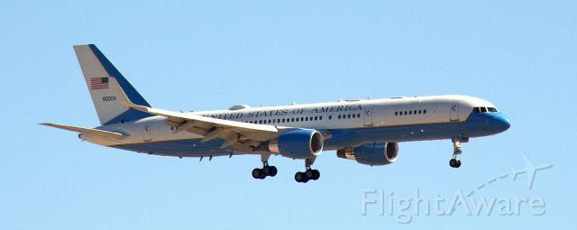 Boeing 757-200 (99-0004)