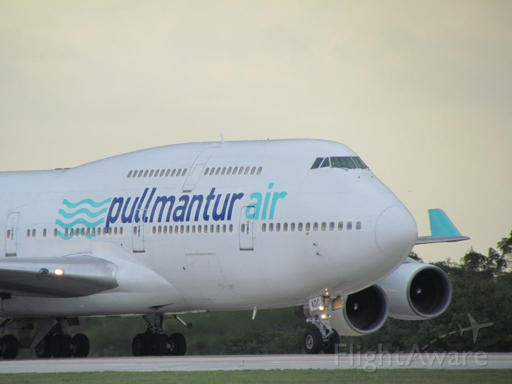 Boeing 747-200 (EC-KQC) - Just arrived from Madrid, Spain LEMD