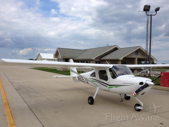 Cessna Skycatcher (N6057U) - Fuel stop in great Knox, IN.  Great runways and fuel system.