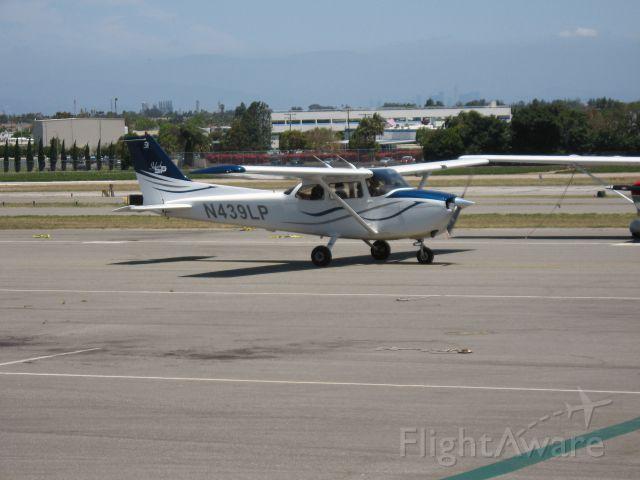 Cessna Skyhawk (N439LP) - TAXIING AT TORRANCE