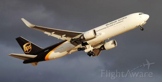 BOEING 767-300 (N335UP)