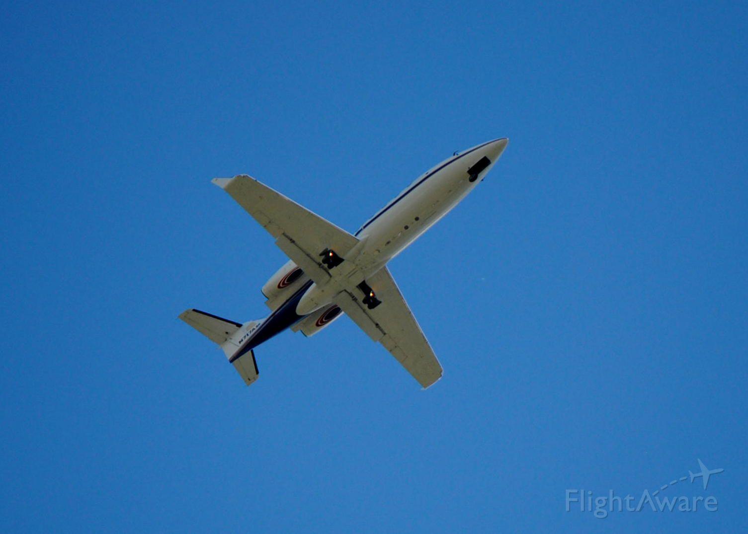 Learjet 55 (N717AM) - N717AM Lear55 4mi final to R27 KLAL 4/10/15