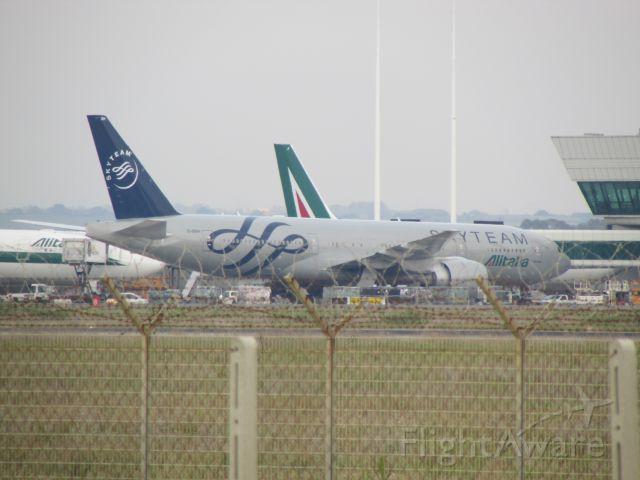 Boeing 777-200 (EI-DDH)