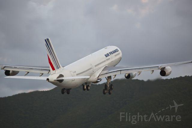 Airbus A340-300 (F-GLZP)