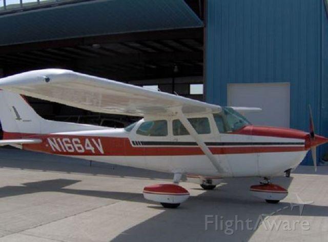 Cessna Skyhawk (N1664V)