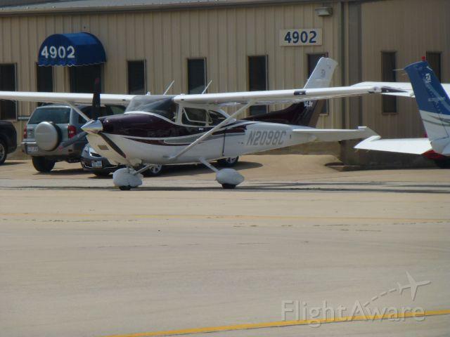 Cessna Skylane (N2098C)