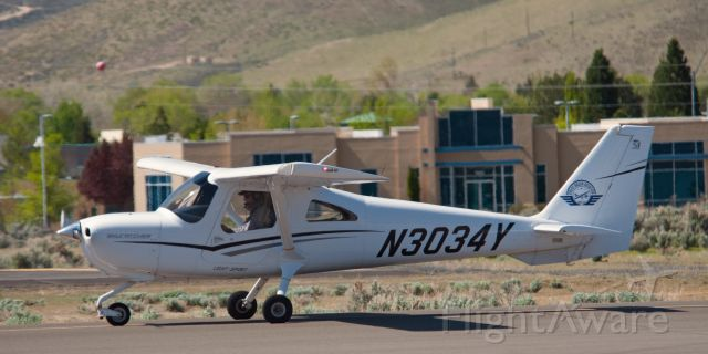 Cessna Skycatcher (N3034Y) - Taxi for takeoff at Carson City