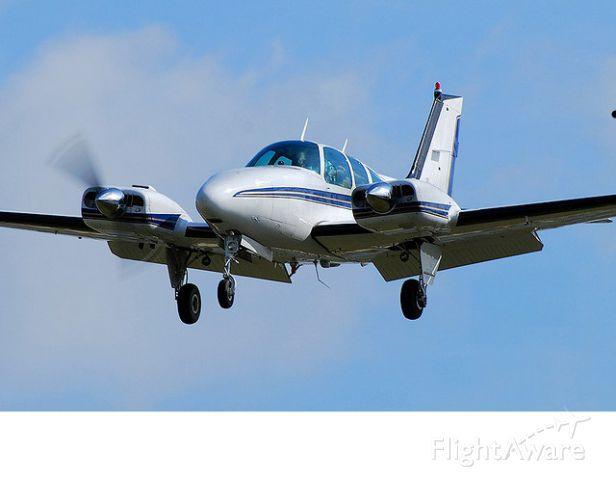 Beechcraft 55 Baron (N555P)