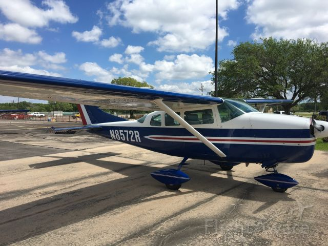 Cessna 205 (N8572R) - Lunch at the Runway Cafe