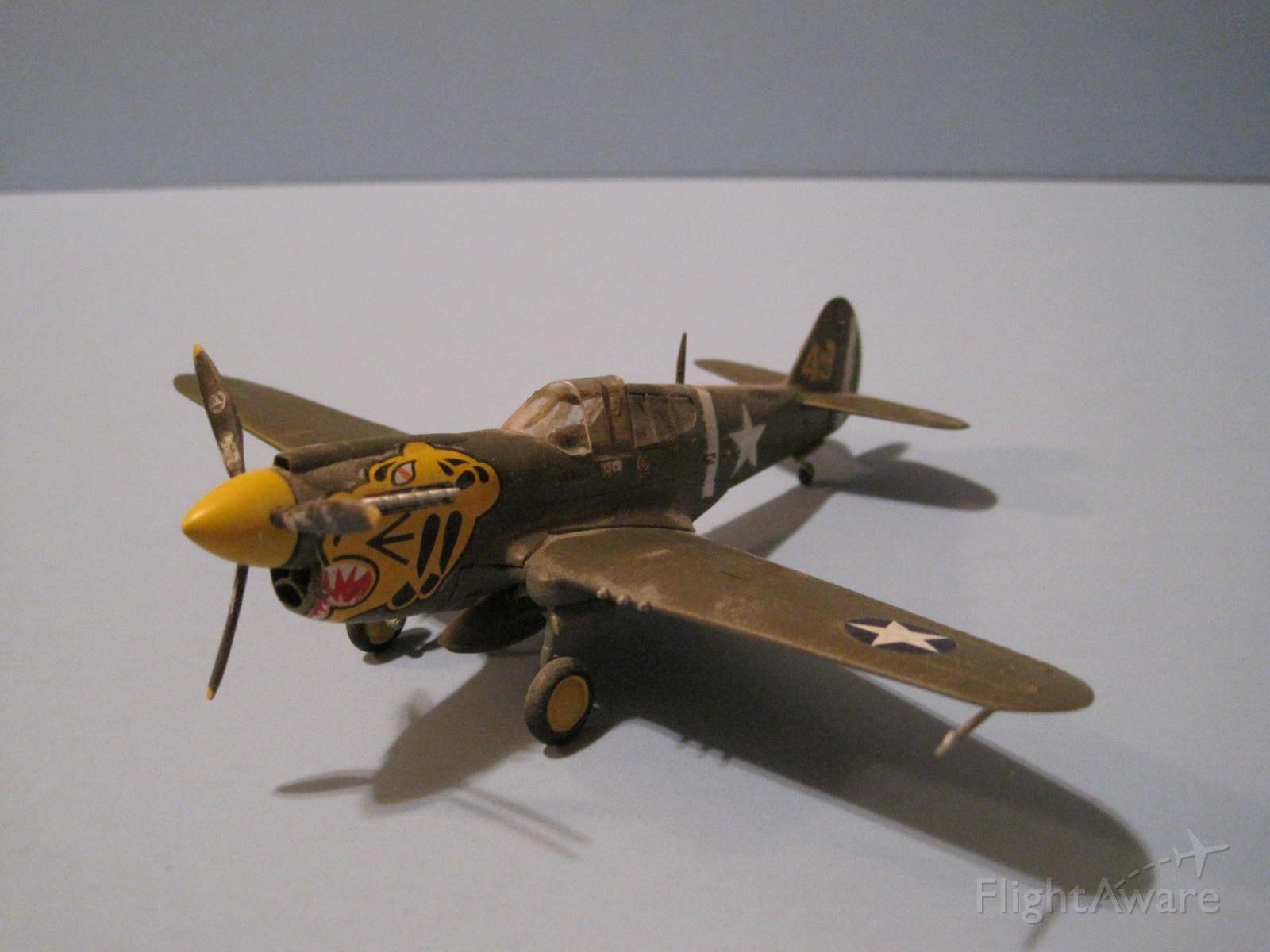 P40 — - 1/72 scale, Curtis P-40E Warhawk, Academy kit.