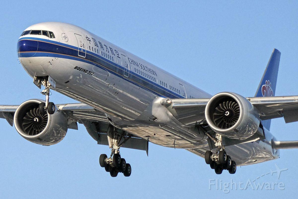 BOEING 777-300ER (B-2007)