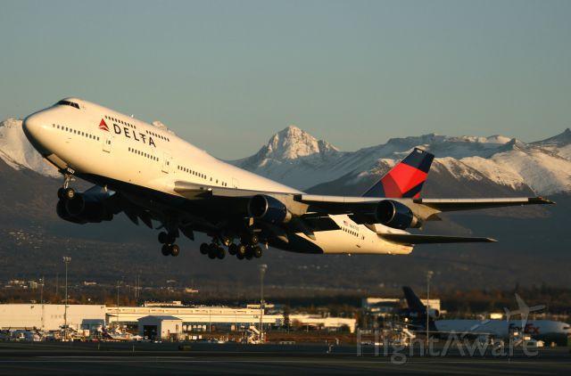 Boeing 747-400 (N667US) - Delta flight 9860, off Three-Two at ANC and Tokyo-Narita bound
