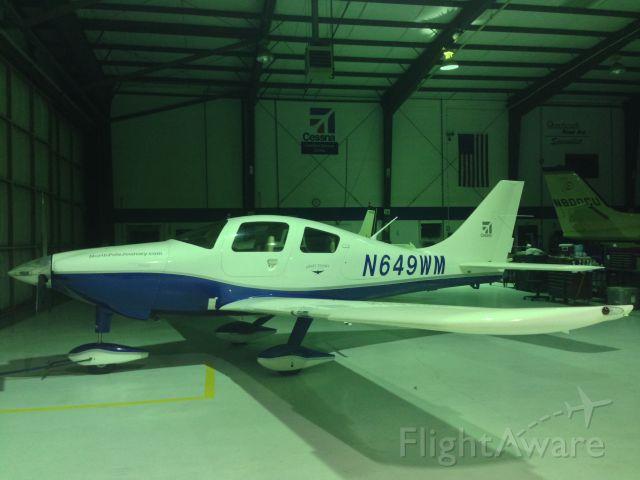 Cessna 350 (N649WM)
