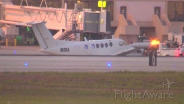 Beechcraft Super King Air 200 (N60RA) - Wheels Up :/