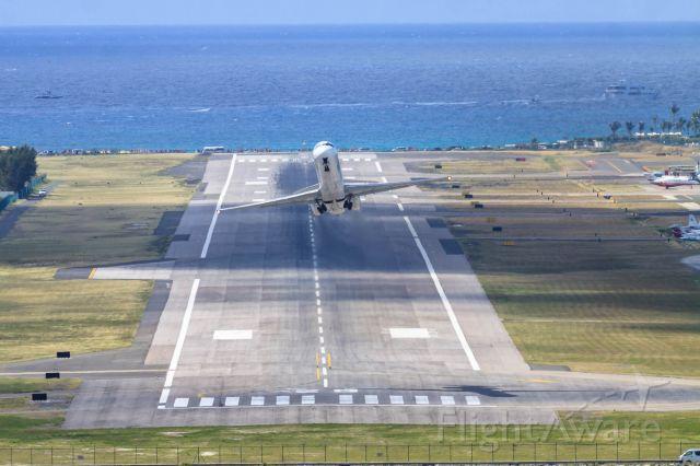 McDonnell Douglas MD-82 (P4-MDG) - Insel air P4-MDG departing St Maarten