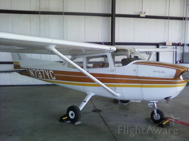 Cessna Skyhawk (N737YC)