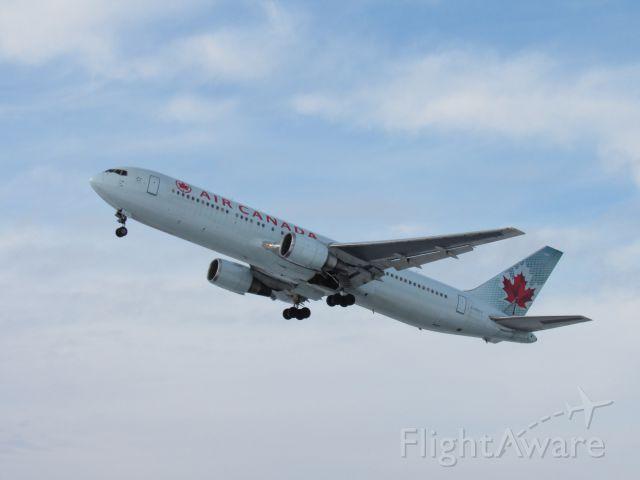 BOEING 767-300 (C-GHLV)