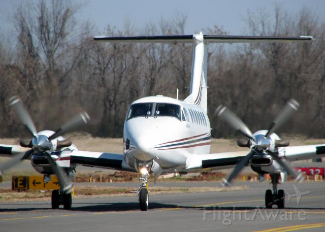Beechcraft Super King Air 350 (N42ED) - Taxiing in after landing at Downtown Shreveport.