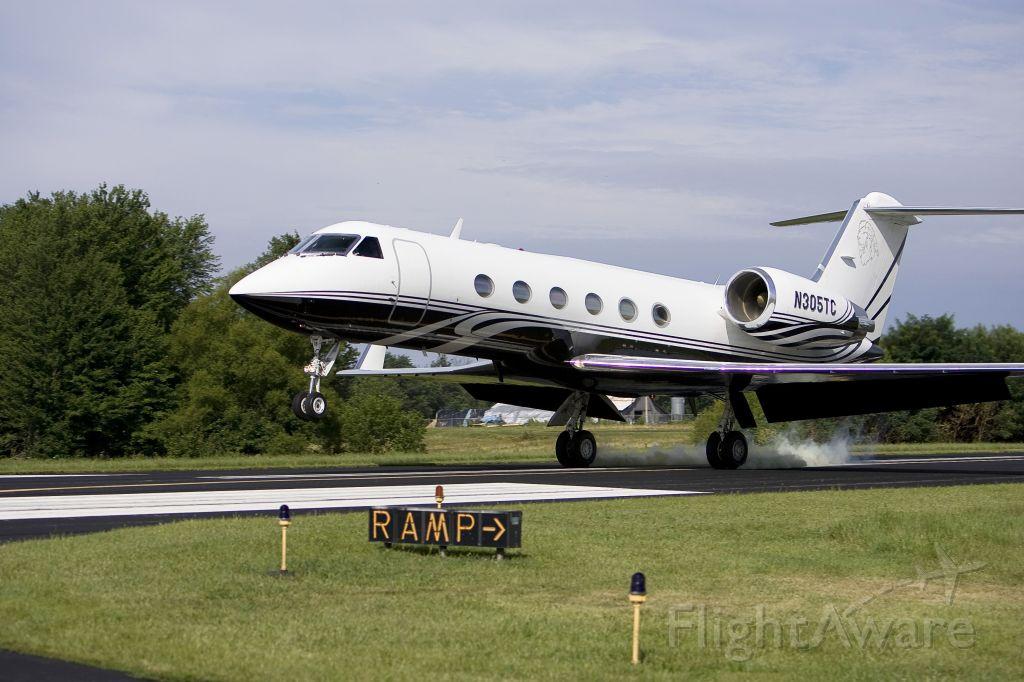 Gulfstream Aerospace Gulfstream IV (N305TC) - Landing RWY 12