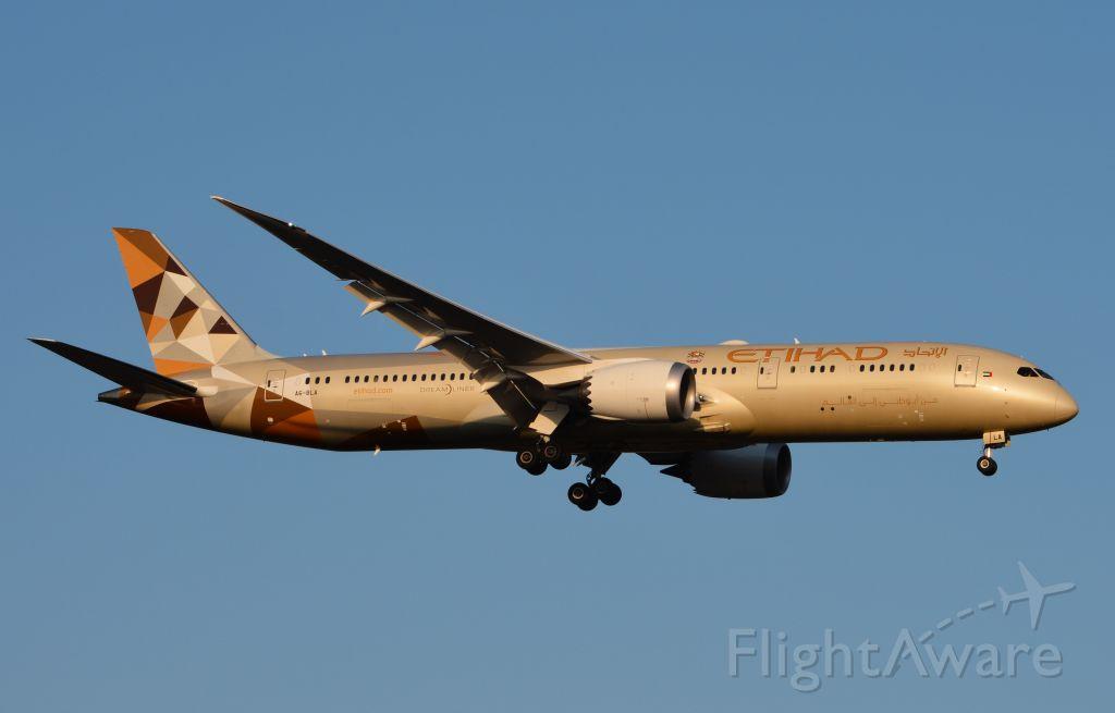 Boeing 787-9 Dreamliner (A6-BLA) - Landing on RWY 19L
